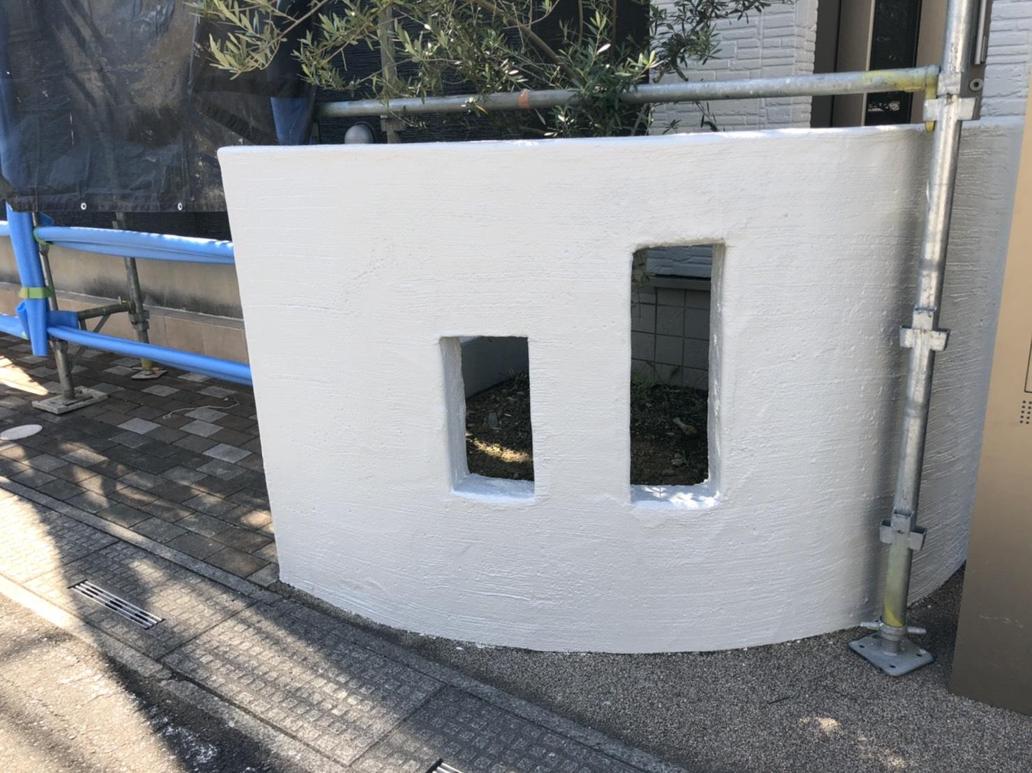 玄関の印象を変える外構塗装